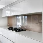 Direct Glass: Glass Splashback in Exposed Granite